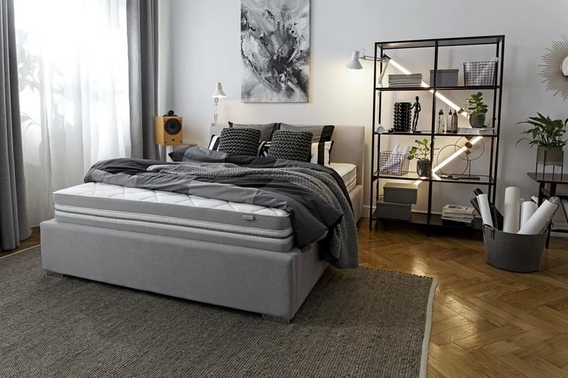Śpiąc na łóżku we dwoje, powinniśmy dopasować materac do wagi obydwu osób /materiały promocyjne