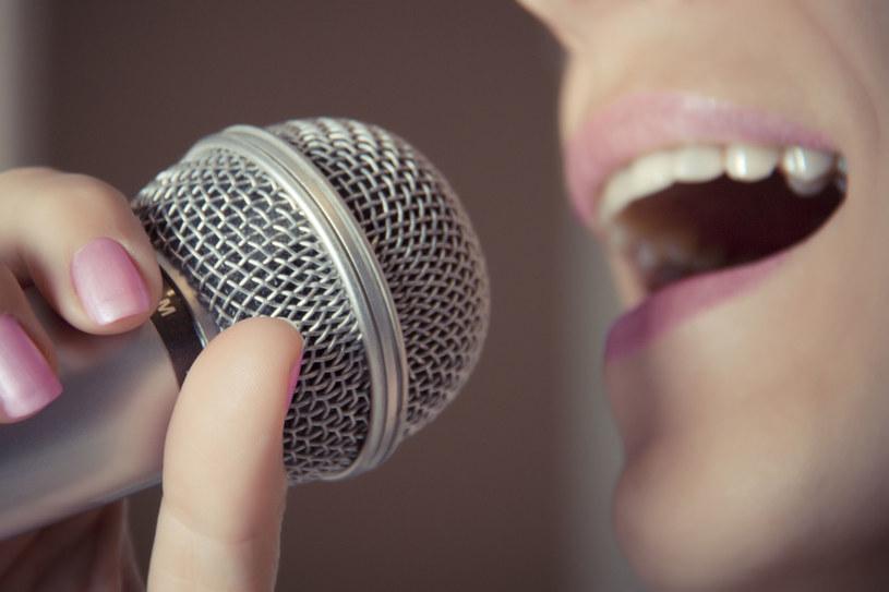 Śpiew okazuje się być lekiem na całe zło /123RF/PICSEL