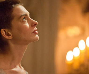 Śpiewająca Anne Hathaway!