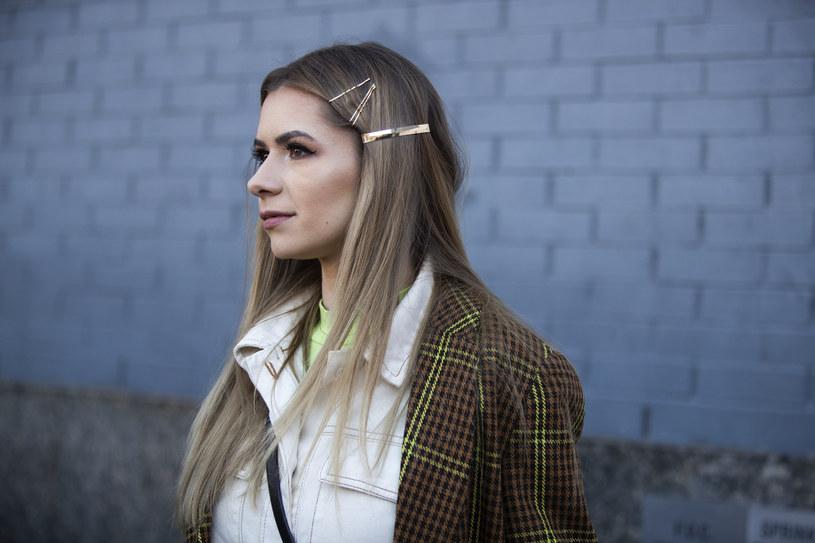 Spinki, wsuwki o inne ozdoby - teraz to nosimy na głowie /materiały promocyjne