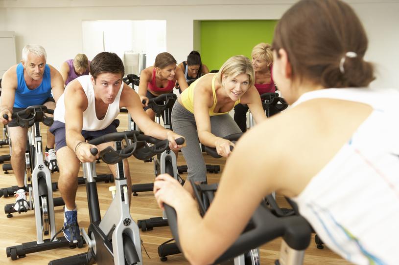 Spinning zwiększa wydolność organizmu, wzmacnia mięśnie, pomaga walczyć ze stresem /123RF/PICSEL