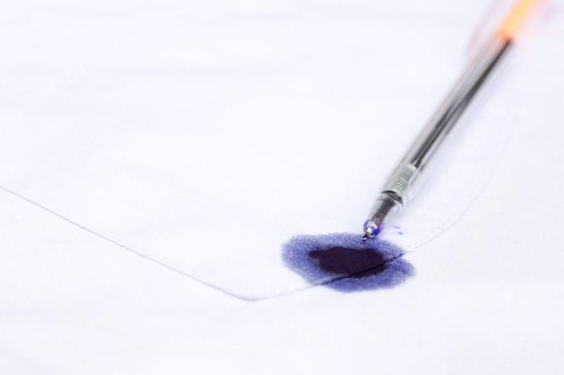 Spirytus salicylowy: Plamy z tuszu i atramentu przestaną być wyzwaniem /123RF/PICSEL