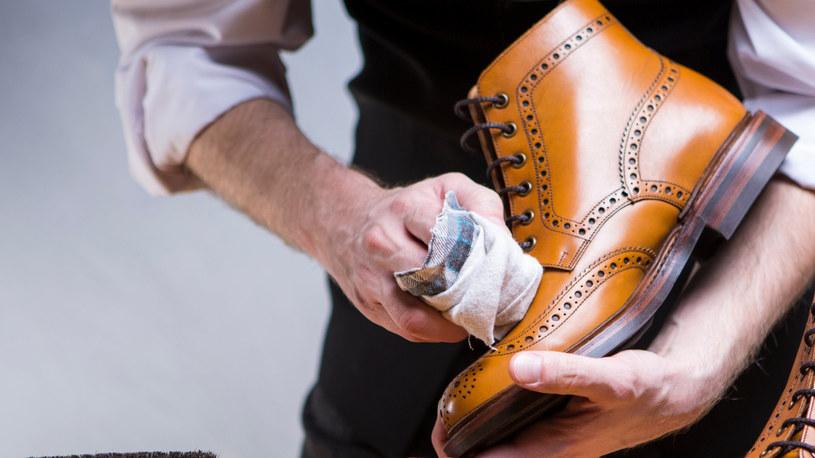 Spirytus salicylowy pomoże wyczyścić skórzane buty /123RF/PICSEL