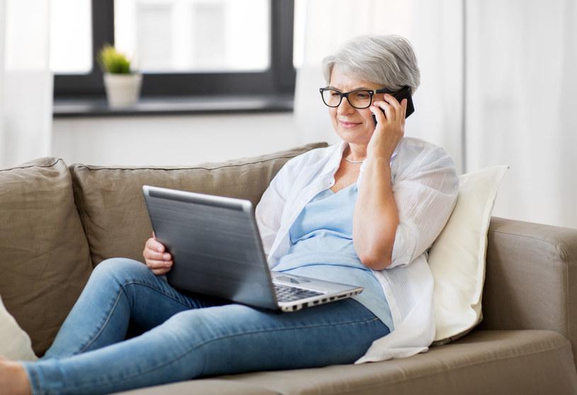 Spis poprzez telefon może być wykorzystany przez oszustów - trzeba uważać /123RF/PICSEL