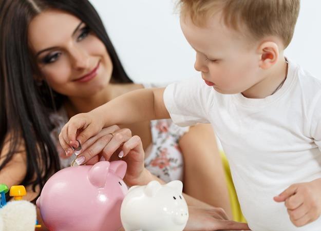 Spłata zaległych długów rodziców na szczęście nie pochłania większości pieniędzy z 500 plus /©123RF/PICSEL
