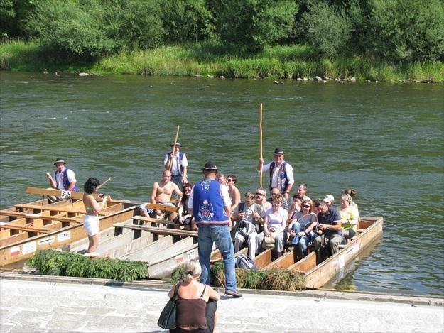 Spływ przełomem Dunajca to największa atrakcja turystyczna Pienin /INTERIA.PL
