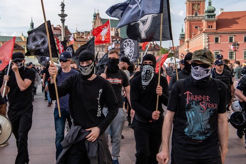 """Spod kolumny Zygmunta wyruszył marsz """"Praca, Naród, Sprawiedliwość"""" /Stanislaw Kusiak /East News"""