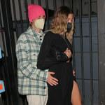 Spódnica spłatała figla Hailey Bieber!