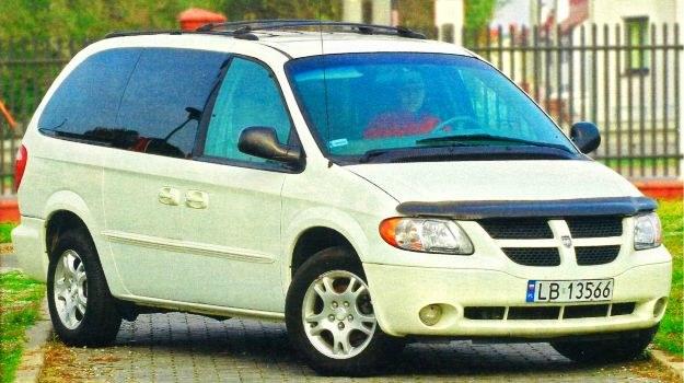Spoglądając na Dodge'a, nie można nie dostrzec podobieństwa do Chryslera Voyagera. /Motor