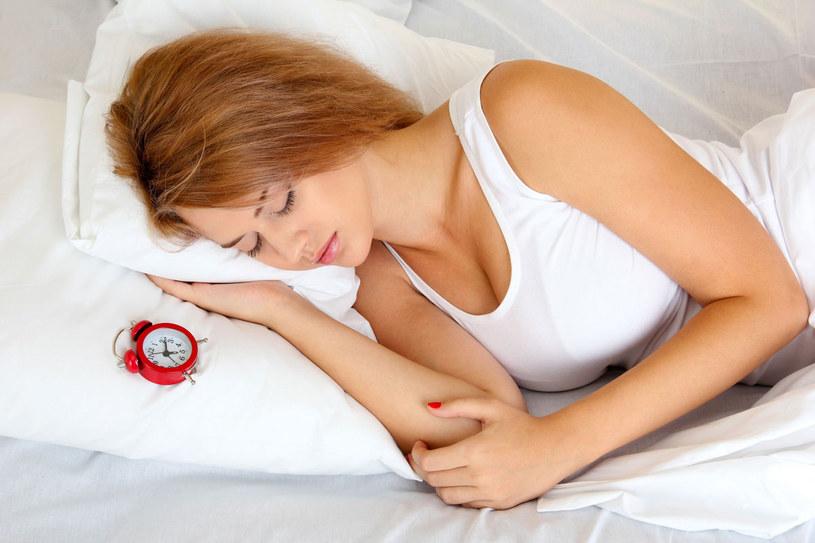 Spokojny, odpowiednio długi sen to prawdziwy zdrowotny eliksir /123RF/PICSEL
