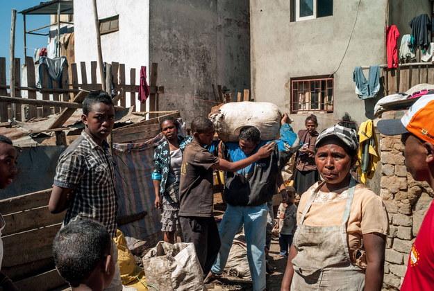 Społeczność Madagaskaru oczekuje zmian /PAP/Abaca /PAP