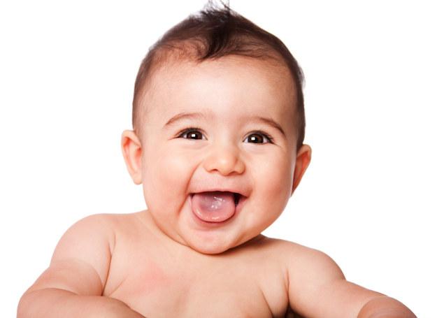 Spontaniczny wybuch radości to dla smyka miły wysiłek, po którym odczuwa rozluźnienie i przypływ energii. /123RF/PICSEL