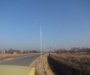 Spór o przydrożne latarnie w małopolskim Kłaju