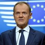 Spór o tablicę w Stałym Przedstawicielstwie RP przy UE. Ostry komentarz Tuska