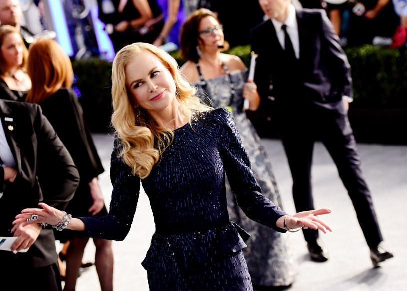 Spore wrażenie zrobiła Nicole Kidman, która pojawiła się w granatowej kreacji z falbaniastym dołem /Chelsea Guglielmino /East News