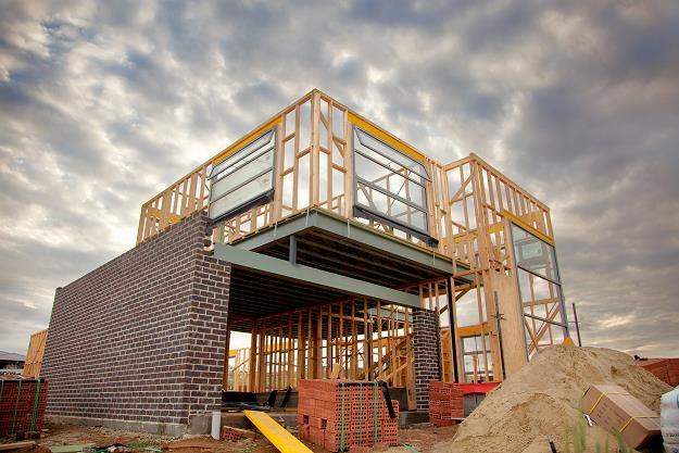 Sporo osób wybiera budowę domu na własną rękę /©123RF/PICSEL
