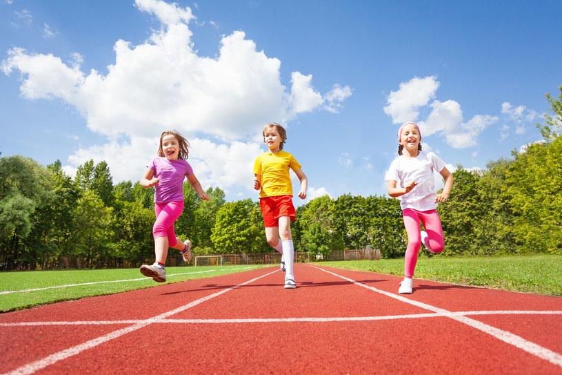 Sport jest niezwykle ważny w życiu dziecka /123RF/PICSEL