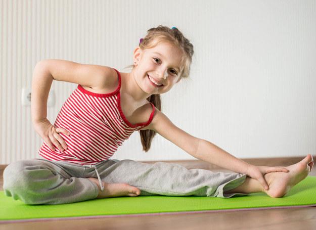 Sport jest tak samo ważny dla dziewczynek, jak i dla chłopców. /123RF/PICSEL