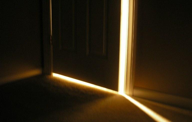 Sposób na skrzypiące drzwi /© Photogenica