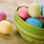 Sposób na tęczowe jajka
