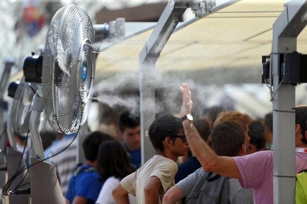 Sposób na upały na Milan Expo w Mediolanie /MATTEO BAZZI    /PAP/EPA