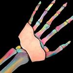 Sposób w jaki maluje swoje ręce jest niesamowity!