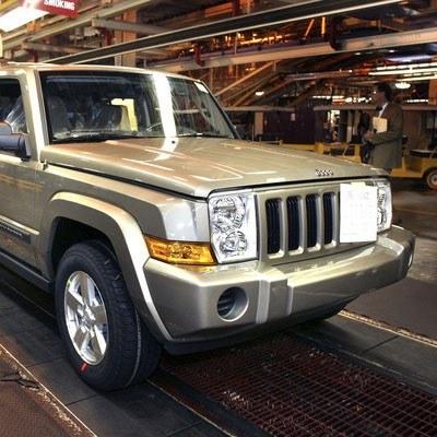 Sposobem na przyciągnięcie klienta może być... sofa albo jeep /AFP