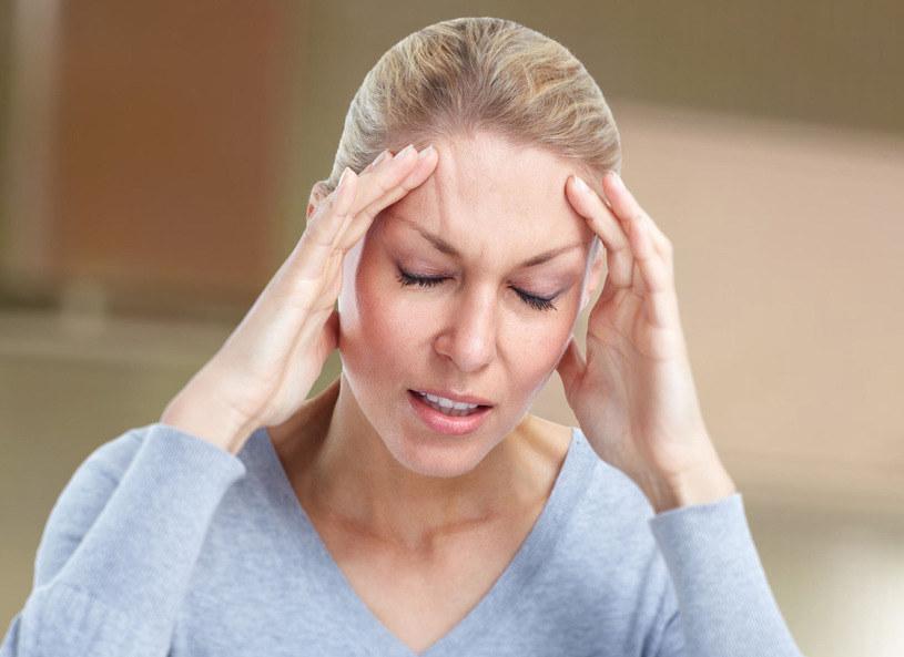 Sposobów na migrenę jest bez liku /123RF/PICSEL