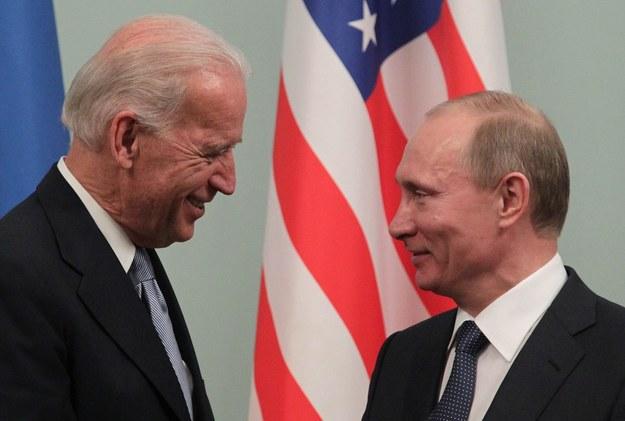 Spotkanie Joe Bidena i Władimira Putina w 2011 roku /MAXIM SHIPENKOV    /PAP/EPA
