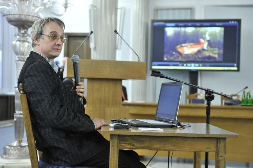 Spotkanie parlamentarnego zespołu. N/z Montażysta TVP Sławomir Wiśniewski, który jako jedyny zrobił film z miejsca katastrofy /Piotr Bławicki /East News