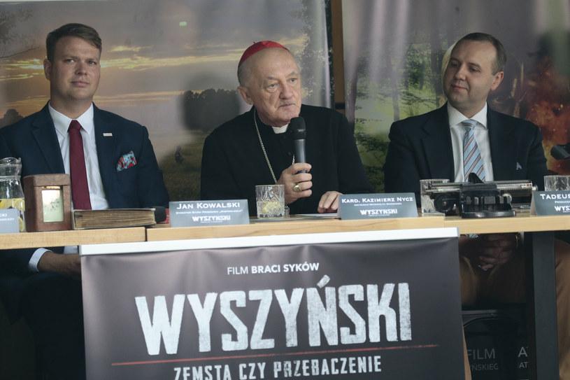 """Spotkanie prasowe dot. filmu """"Wyszyński - zemsta czy przebaczenie"""", na zdjęciu: Jan Kowalski, kard. Kazimierz Nycz, Tadeusz Syka /Adam Jankowski /Reporter"""