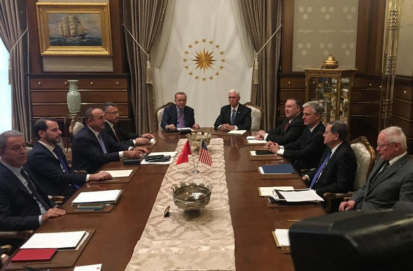 Spotkanie wiceprezydenta USA Mike'a Pence'a z prezydentem Turcji Recepem Tayyipem Erdoganem /Shaun TANDON /AFP