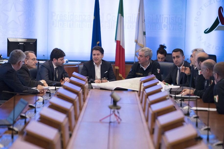 Spotkanie włoskiego rządu ws. koronawirusa /Filippo Attili / Palazzo Chigi Press Office HANDOUT /PAP/EPA
