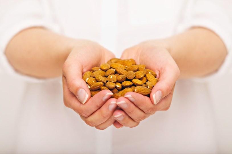 Spożywanie migdałów może zmniejszyć ryzyko zachorowania na raka wątroby /123RF/PICSEL