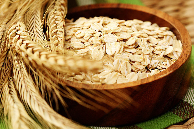Spożywanie płatków owsianych poleca się w szczególności osobom będącym na diecie /123RF/PICSEL