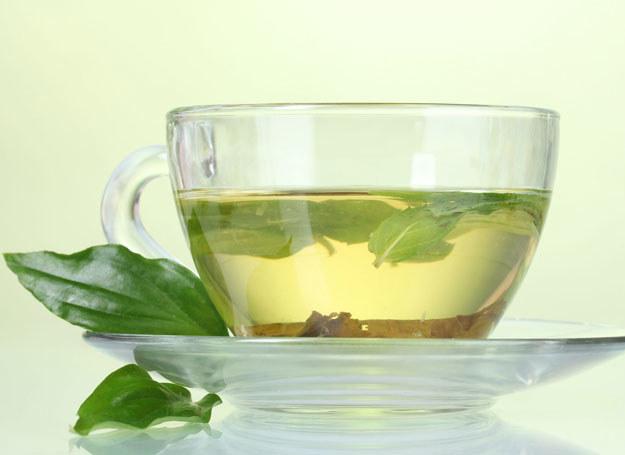 Spożywanie zielonej herbaty może być przyczyną mniejszej skuteczności terapii /123RF/PICSEL