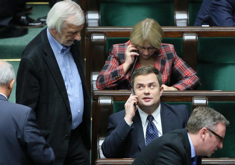 Sprawa Adama Hofmana ma zakryć aferę korupcyjną? /Leszek Szymański /PAP