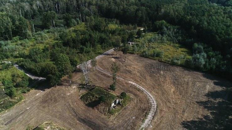 Sprawa dotyczy budowy na 20-hektarowym terenie dawnej bazy wojskowej w Lesie Bemowskim /Polsat News