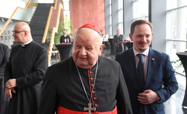 Sprawa kardynała Dziwisza. Polscy duchowni przesłuchani przez watykańską komisję
