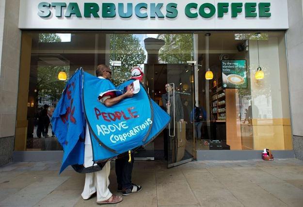 Sprawa unikania płacenia podatków przez Starbucks przyniosła tej firmie negatywny rozgłos /AFP