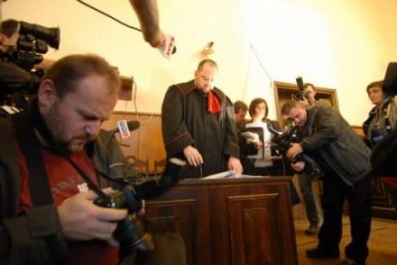 Sprawa wzbudza tak duże zainteresowanie mediów, że rozprawę trzeba było przenieść do większej sali /Gazeta Codzienna