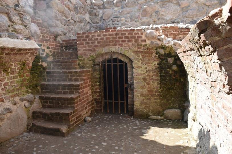 """Sprawcy splądrowali zamek w Szczytnie. Jedyne, co znaleźli, to monety wrzucane """"na szczęście"""" /KPP Szczytno /"""