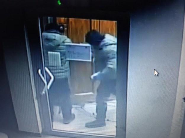 Sprawcy uchwyceni przez kamery monitoringu /Policja