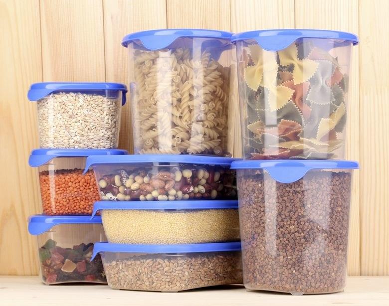 Sprawdź, czy plastikowe pojemniki nie zawierają szkodliwych substancji /123RF/PICSEL