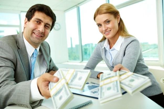 Sprawdź, ile zarabiają inni na twoim stanowisku pracy /123RF/PICSEL