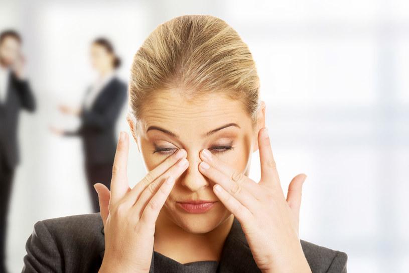 Sprawdź, jak dbać o przemęczone oczy /123RF/PICSEL