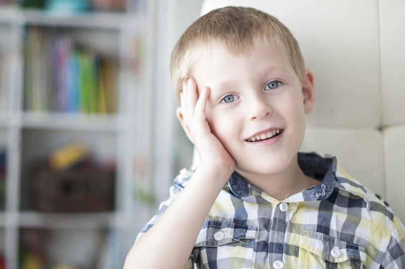Sprawdź, jak dbać o stuny głosowe dziecka /123RF/PICSEL