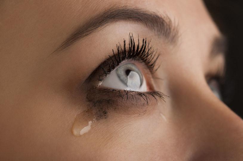Sprawdż, jak poradzić sobie z łzawieniem oczu /123RF/PICSEL