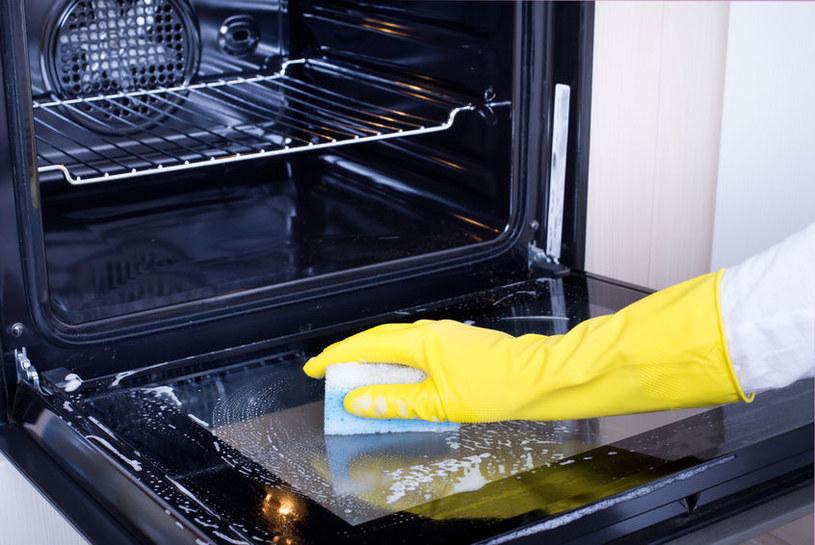 Sprawdź, jak szybko wyczyścić piekarnik /123RF/PICSEL