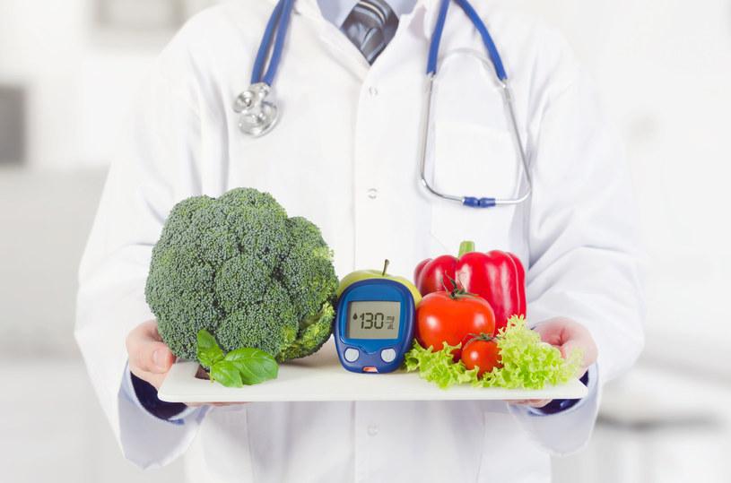 Sprawdź, jak zmniejszyć poziom cukru we krwi /123RF/PICSEL